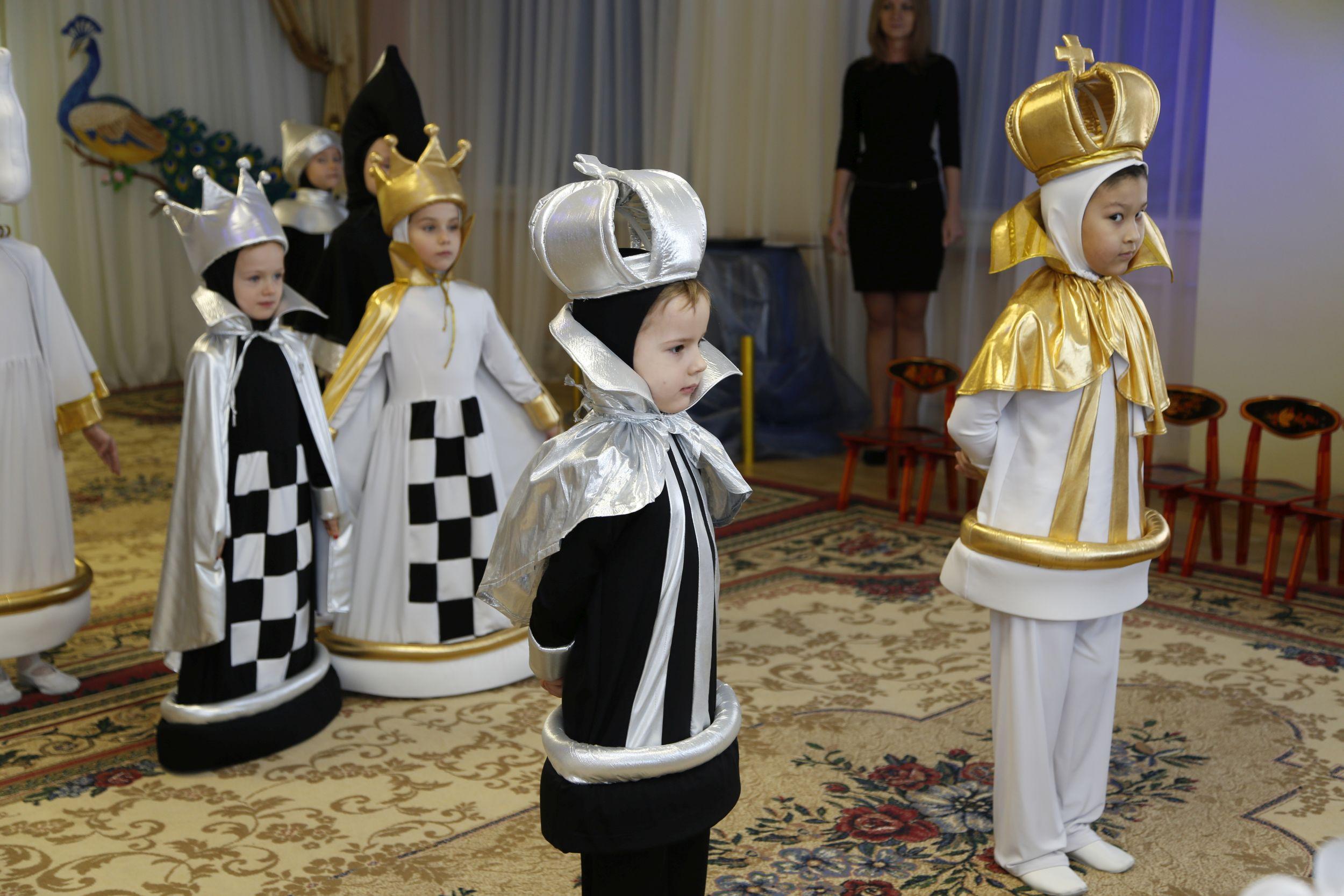 Как сделать шахматный костюм