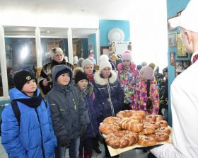 Пекарни окружной столицы раскрыли фирменные секреты выпечки юным горожанам