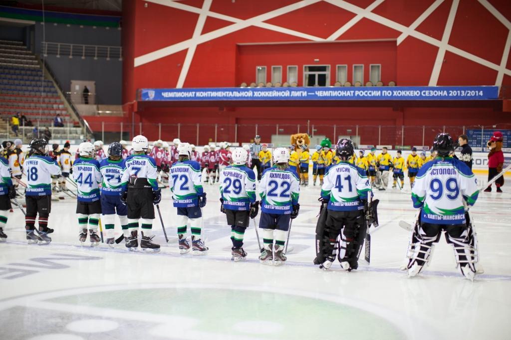 Заволжья проходил первый этап зональных соревнований по хоккею с шайбой.